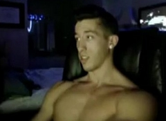Muscle Guy Milks Off on Cam