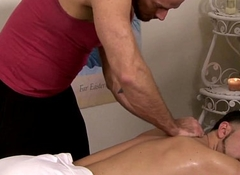 Muscle masseur turning fantastic client
