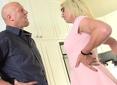 busty blonde MILF Jenna Ranee receives barebacked