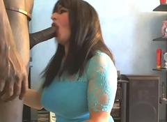 grosse snack black en bouche